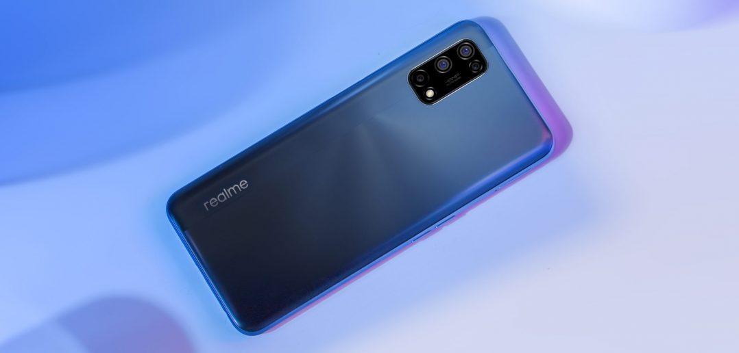هاتف Realme 7 5G قيد المراجعة